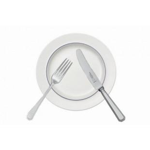 Столовые приборы и тарелки